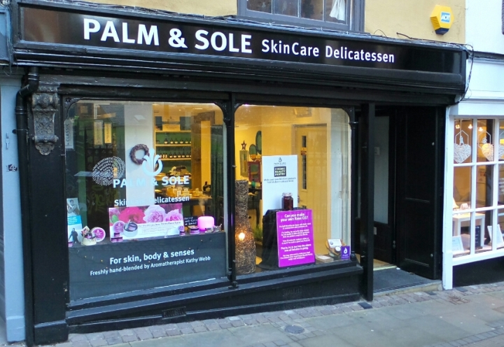 INTERVIEW WITH THE FOUNDER OF PALM AND SOLE
